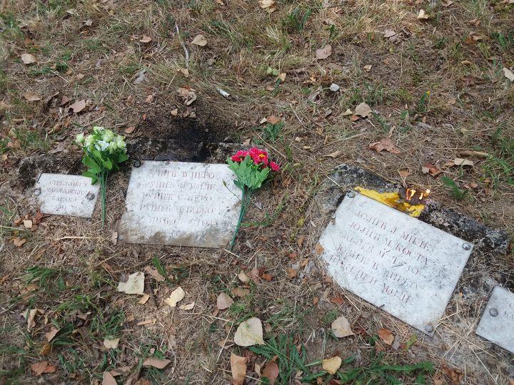 Parastosom na groblju Šušnjar u Sanskom Mostu danas je obilježeno 76 godina od stradanja 5.500 Srba i 50 Jevreja, koji su ubijeni na tom mjestu na Ilindan 1941. godine.