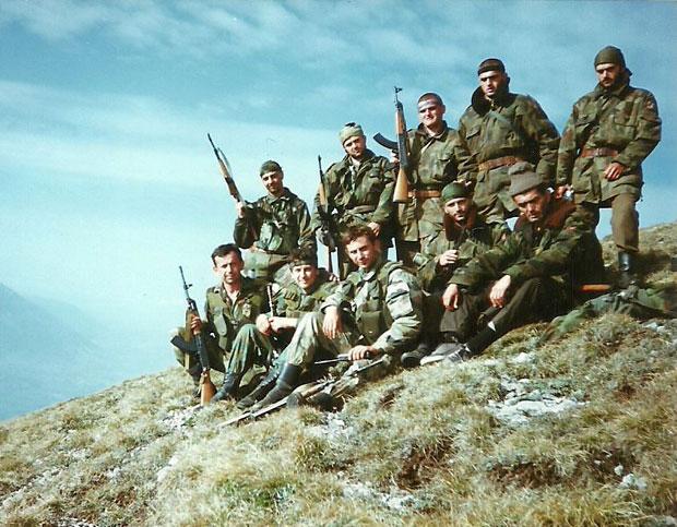 Borbena grupa vodnika Petkovića (poslednji sleva) 1999.foto Ž.Petrović