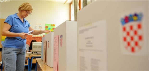 Srbima se onemogućava i da izađu na birališta / Foto: Darko Dozet