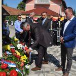 U Donjem Breziku kod Brčkog danas je služen parastos poginulim borcima Drugog pješadijskog bataljona Prve posavske brigade.Nakon parastosa, vijenci su položeni na spomen-obilježje na kojem su upisana imena 110 boraca koji su život dali za Republiku Srpsku.