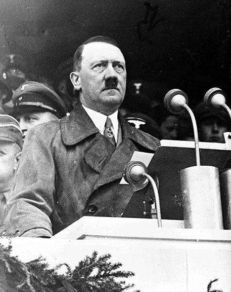 Nemački kancelar Adolf Hitler obraća se radnicima u Lustgartenu u Berlinu, 1. maja 1936.