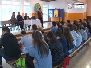 U svim školama u Kozarskoj Dubici danas je održan istorijski čas na kojem su o hrvatskoj agresiji 18. i 19. septembra 1995. godine učenicima govorili aktivisti opštinske Boračke organizacije koji su bili direktni učesnici odbrane grada.