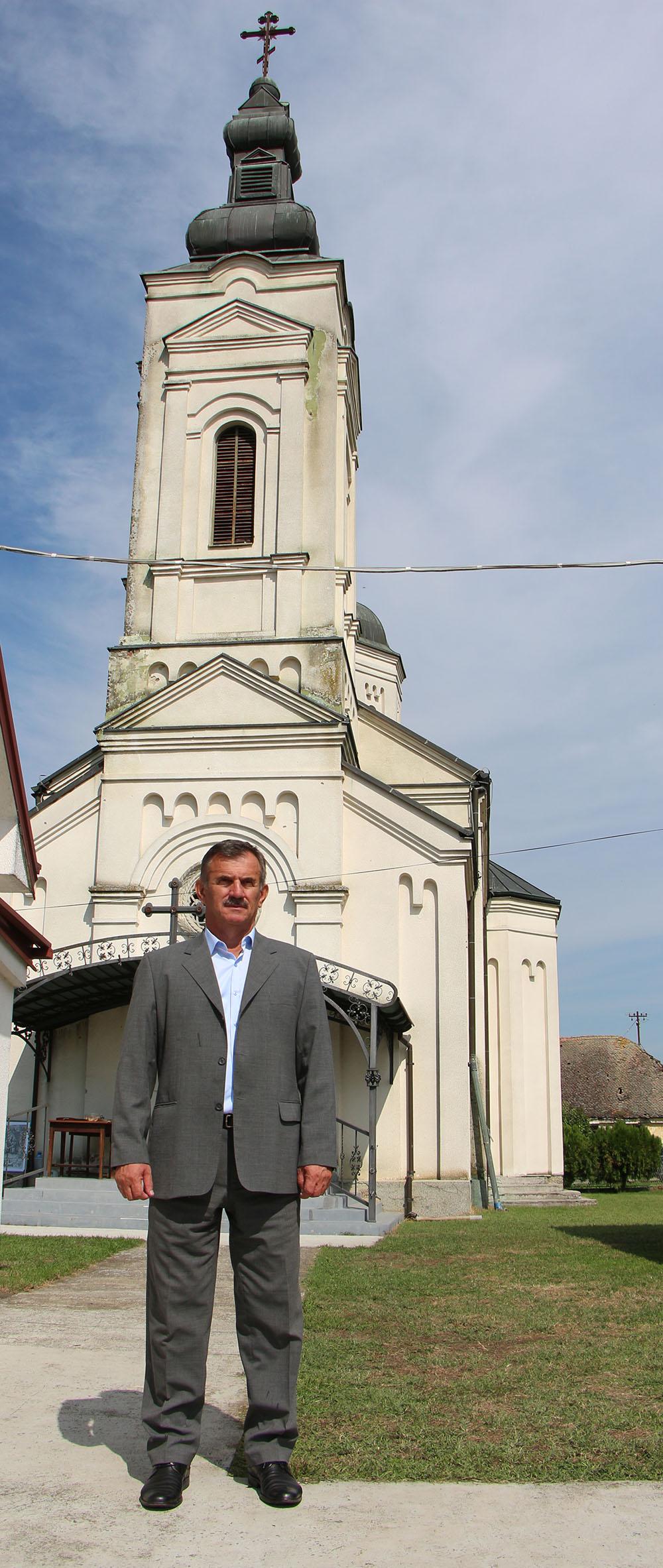 Ispred Manastira Jasenovac FOTO: SRPSKO KOLO