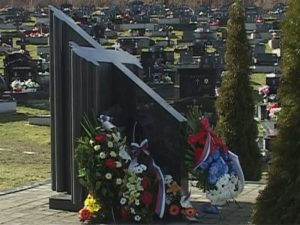 Spomenik na groblju u Mrkonjić Gradu