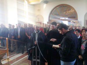 Povodom Dana 11. pješadijske brigade u Spomen hramu Sveta Petka u Kozarskoj Dubici danas je služen parastos, a zatim su brojne delegacije i pojedinci položili svijeće na spomen ploču sa imenima 224 poginula boraca u odbrambeno-otadžbinskom ratu.