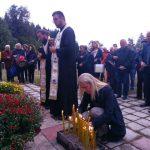 Kod spomenika na Papratnoj njivi, na starom makadamskom putu Foča-Kalinovik, danas je služen pomen-parastos za 42 srpska borca i civila koji su poginuli u zasjedi muslimanske vojske 20. septembra 1992. godine.