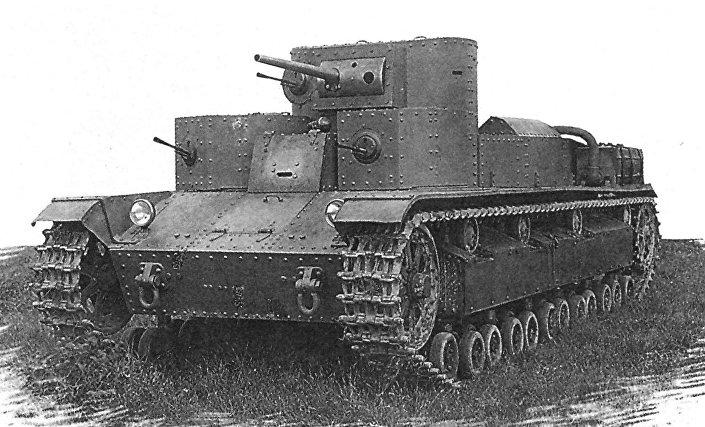 Совјетски Т-28, један од првих средњих тенкова на свету, конструисан је 1932. године.