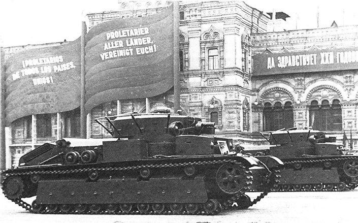 Т-28 на паради на Црвеном тргу 7. новембра 1939.