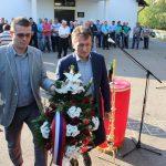 Počast poginulim borcima odali su, prisluživanjem svijeća i polaganjem vijenaca predstavnici opštine Ugljevik.