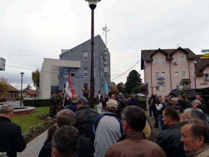 Postrojavanjem voda potomaka veterana Republike Srpske i služenjem parastosa u Ulici srpskih junaka u Brodu, počelo je obilježavanje 25 godina od oslobođenja ove opštine.