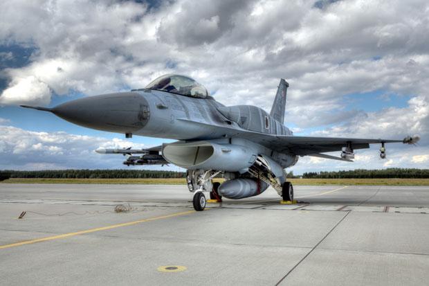 F-16, Shutterstock