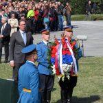 Predsjednik Srbije Aleksandar Vučić položio je vijenac na spomen-obilježje na stratištu u Jajincima.