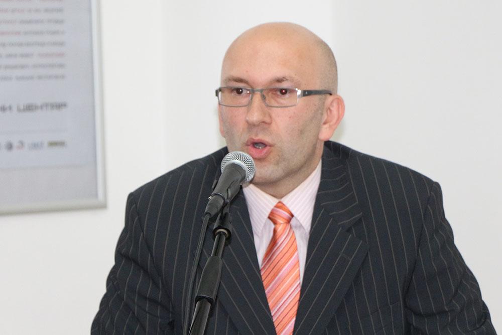 Na autorov rad se osvrnuo recenzent knjige potpukovnik dr Miljan Milkić.