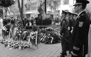 Nekad spomenik palim borcima, danas hrvatskim braniteljima – Okučani Foto: Jurica Galović/PIXSELL