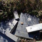 Na mjesnom pravoslavnom grobnju u selu Karaula, kod Kaknja, oskrnavljeno je više nadgrobnih spomenika