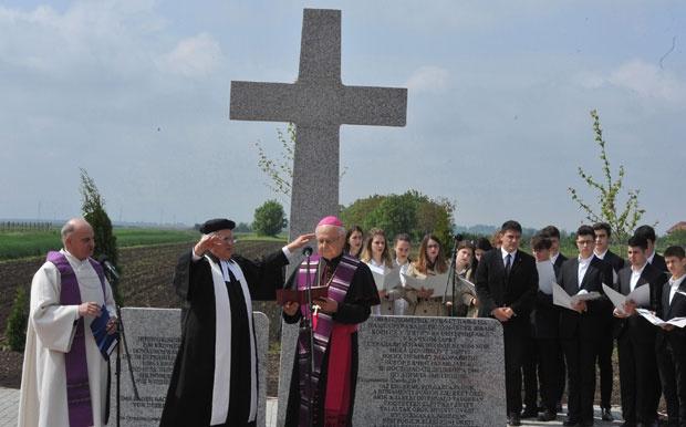Otkrivanje spomenika folksdojčerima u Bačkom Jarku ove godine