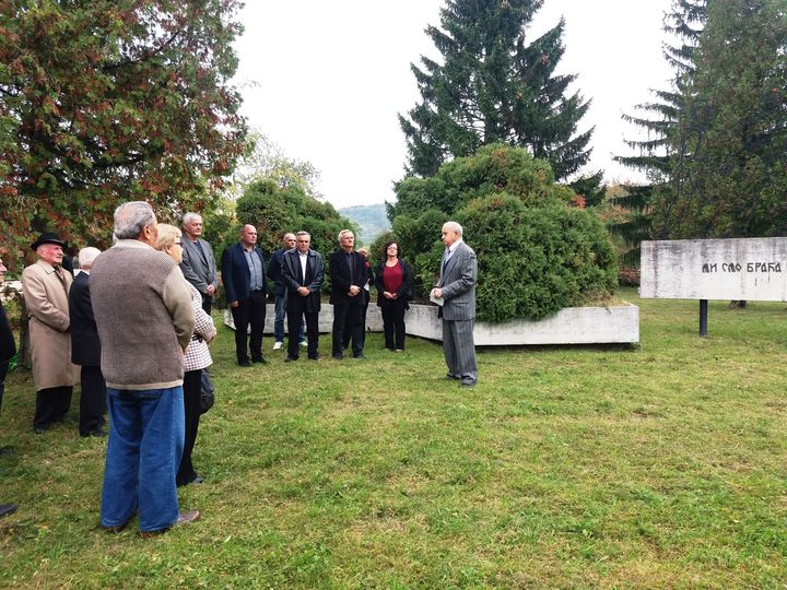 Predsjednik gradske organizacije SUBNOR-a Veljko Rodić rekao je na istorijskom času na Pohorinama da je ovo sjećanje na žrtve nad kojima su ustaše u noći između 22. i 23. oktobra 1942. godine izvršile stravičan pokolj na četiri lokacije, bez ispaljenog metka.