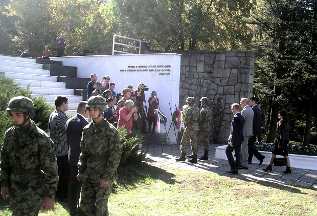 FOTO D. Novković -Polaganje venaca na spomen-kosturnicu crvenoarmejaca