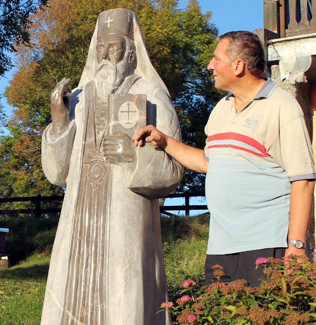 Skulptura patrijarha Gavrila Raškovića, rad Vladana Mitrovića