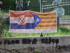Transparent sa zastavom Katalonije i Herceg-Bosne Foto: nezavisne novine