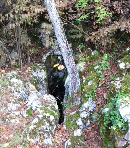 Otvor jame Cerovo