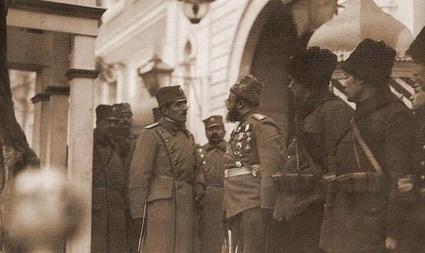 Prestolonaslednik Aleksandar sa ruskim vojnicima i oficirima u Beogradu 1914. godine