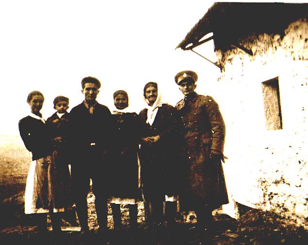 Mila Bulut r. Ekmečić (u sredini), ubijena 1941, u Šurmanačkoj jami sa 2 ćerke, snahom i 2 unuka