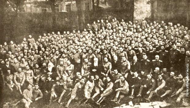 Nikola Pašić među oficirima Srpske dobrovoljačke divizije