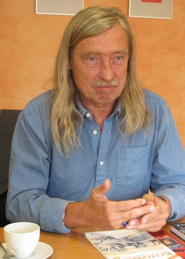 Dr Peter Priskil dugogodišnji je nezavisni izdavač.