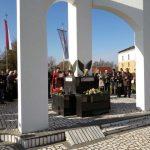 U Obudovcu, kod Šamca, danas je služen parastos za 44 poginula borca i 33 civilne žrtve odbrambeno-otadžbinskog rata, te položeni vijenci i cvijeće na spomen-obilježje u ovom mjestu.
