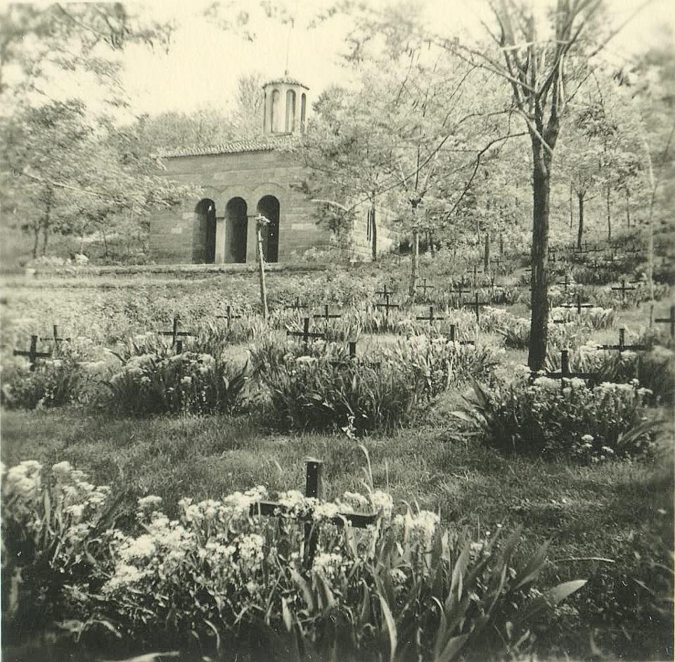 Grobovi poginulih građana. Kolekcija Dušana Napijala