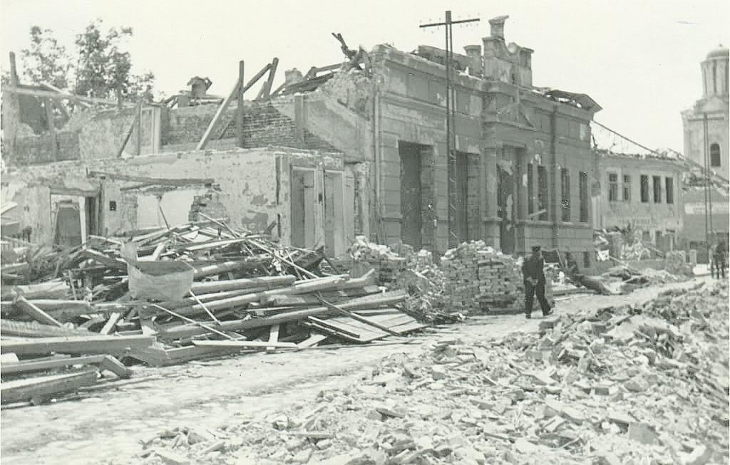 Razoreni deo grada. Kolekcija Dušan Napijalo