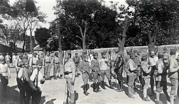 Češki dobrovoljci u srpskim uniformama među pripadnicima Srpske dobrovoljačke divizije u Odesi
