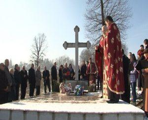 Boračka organizacija Prnjavor, Opštinski odbor SUBNOR-a i porodice žrtava ustaškog terora parastosom i polaganjem cvijeća kod spomen-obilježja u Radlovcu odali su počast dvadesetdvojici nedužnih srpskih civila koji su ubijeni na današnji dan 1941. godine.