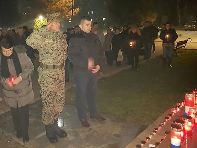 Pukovnik OS BiH na odavanju počasti ratnom zločincu PraljkuFoto: facebook.com