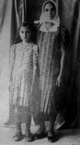 Fotografija Kate i Dušanke Đukić u Glini od 17. svibnja 1941.