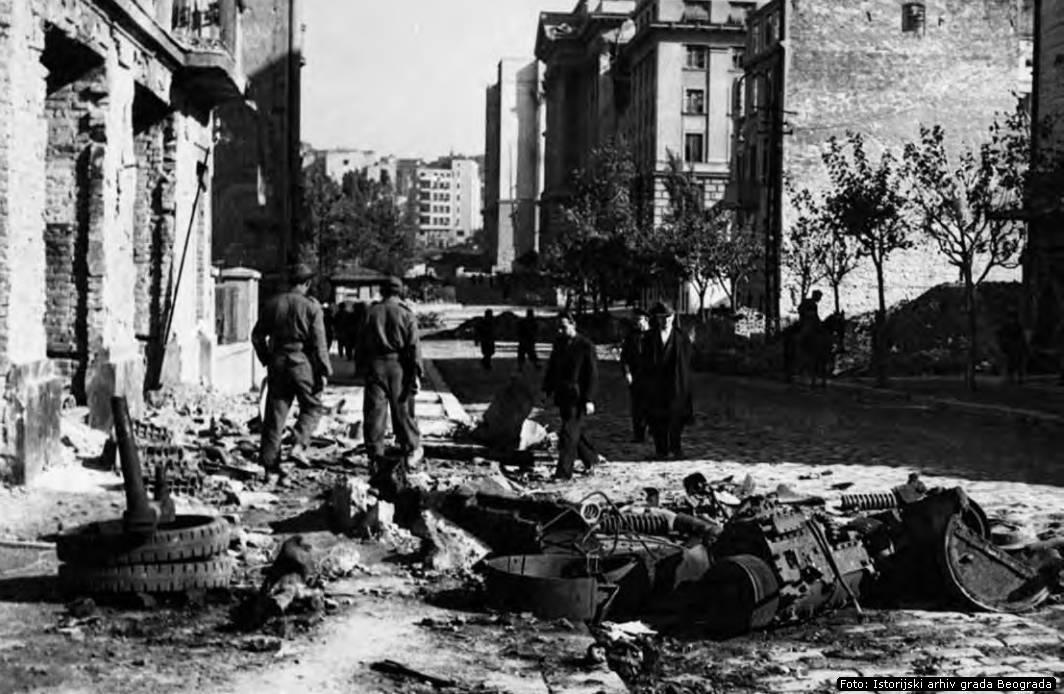 Sarajevska ulica, snimljeno nedugo nakon 20. oktobra 1944.