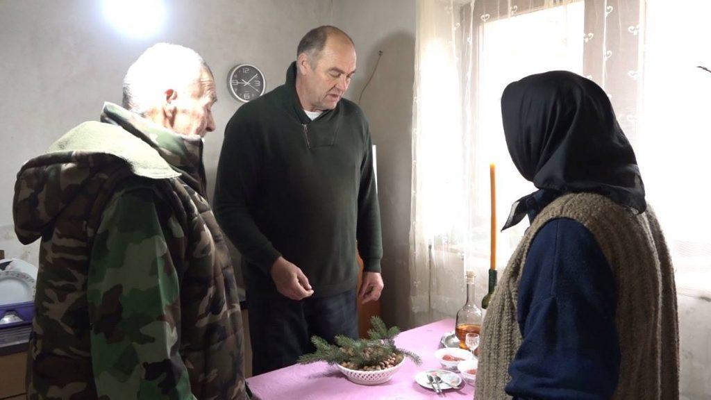 Božić u kući porodice Miljuš. Nikola, Dane i Jovanka Miljuš.