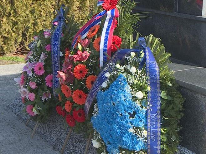 Banjaluka- položeni vijenci na spomenik stradalim Jevrejima Foto: RTRS