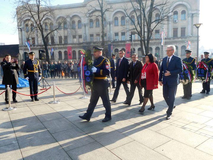 Najviši zvaničnici Republike Srpske položili su danas vijence na spomenik palim borcima NOR-a povodom 9.januara – Dana Republike Srpske.