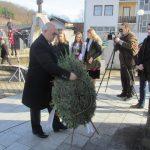 Izaslanik predsjednika Republike Srpske Miladin Dragićević položio cvijeće kod centralnog spomenika u Kravici podignutog za 3.267 Srba iz regije Birač koji su poginuli u odbrambeno-otadžbinskom ratu.