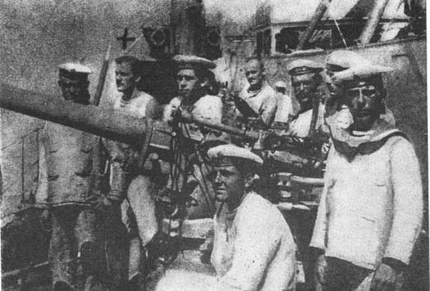 NEZADOVOLjNI Austrougarski mornari, u Boki 1917. godine
