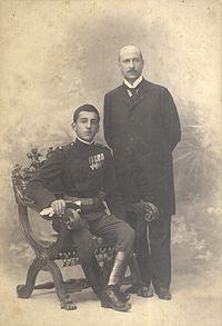 Princ Aleksandar Karađorđević sa svojim vaspitačem Lujom Vojnovićem (foto: Milan Jovanović)