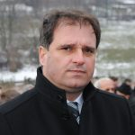 Predsjednik SDS-a Vukota Govedarica u Skelanima, gdje je danas održan pomen i polaganja vijenaca na centralni spomenik za stradalih 69 stanovnika koje su 16. januara 1993. godine ubile muslimanske snage iz Srebrenice pod komandom Nasera Orića.