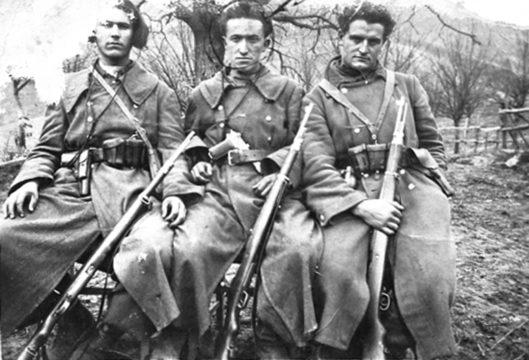 Четници Мотајичке бригаде. У средини Петар Војводић из Срђевића