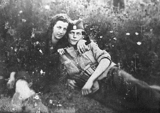 Четник Мотајичке бригаде Цвијо Блесић из Петошеваца, са девојком