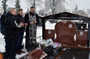 """Na pravoslavnom groblju u Prijedoru danas je služen pomen povodom 12 godina od kada je svoju veliku bitku za život izgubila Slađana Kobas i postala """"trinaesta banjalučka zvjezdica""""."""