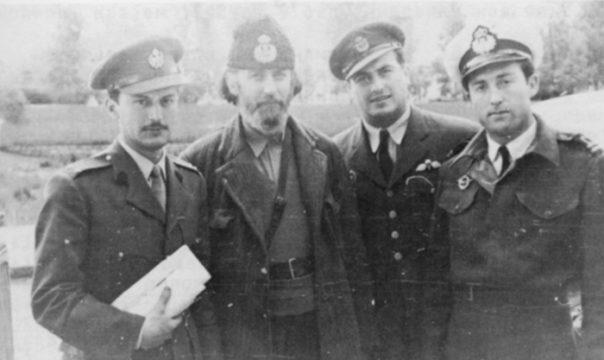 Каиро, пролећа 1944. Влаћко Јовановић, мајор Петар Баћовић, поручник Неђељко Плећаш и Петар Враголов
