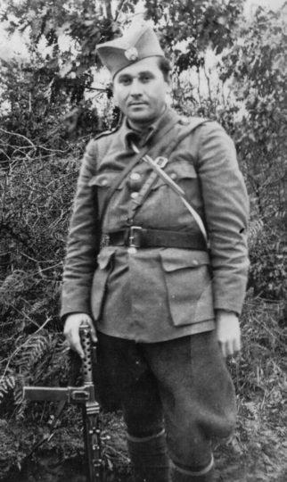 Kapetan Vlado Vinčić, komandant Motajičke brigade. Rođen je u s. Smrtiću kod Prnjavora, poginuo je u borbi protiv komunista 1947. godine