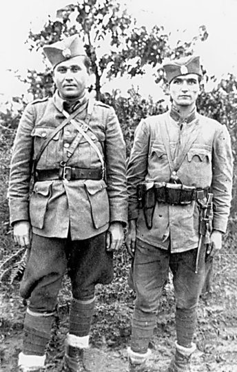 Kapetan Vlado Vinčić, komandant Motajičke brigade Srednjobosanskog korpusa i Milutin Živanić